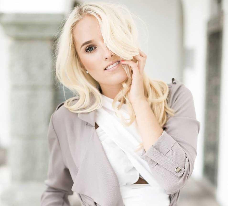blonde-frau-model-mädchen-pose-modelagentur-models-buchen